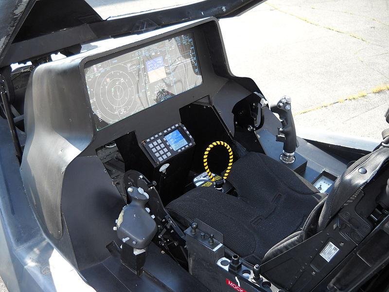 800px-Lockheed_Martin_F-35_Lightning_II_mock-up_instrument_panel
